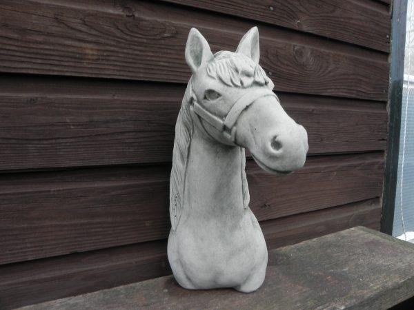 Paard voor aan de wand