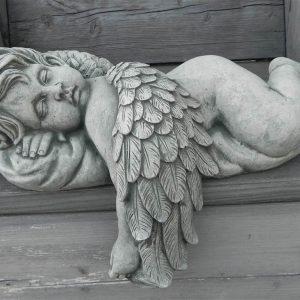 Engel op kussen 1